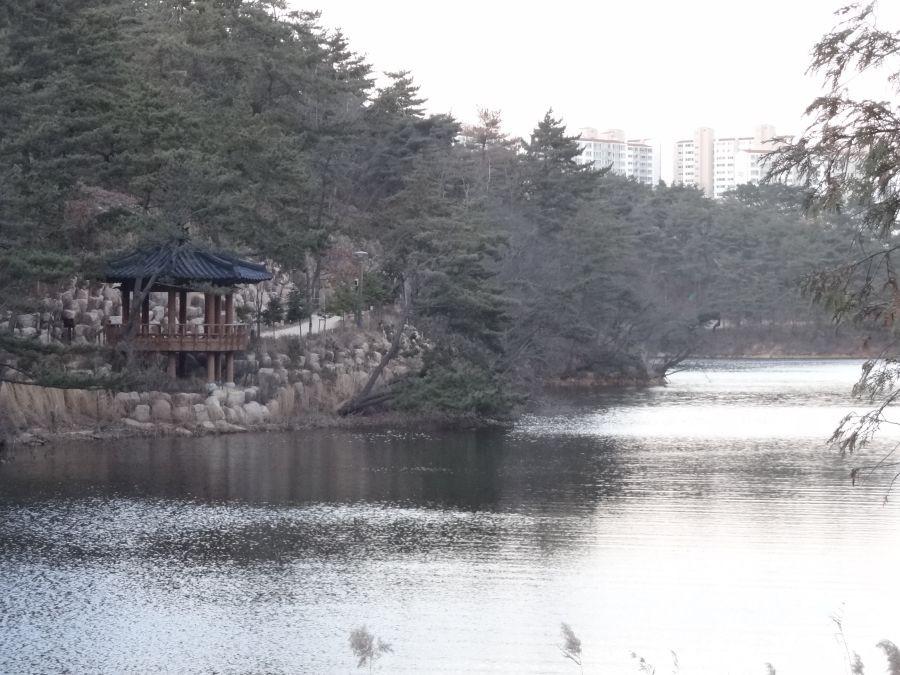 Пагода на берегу