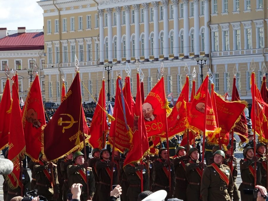 красные знамена-2