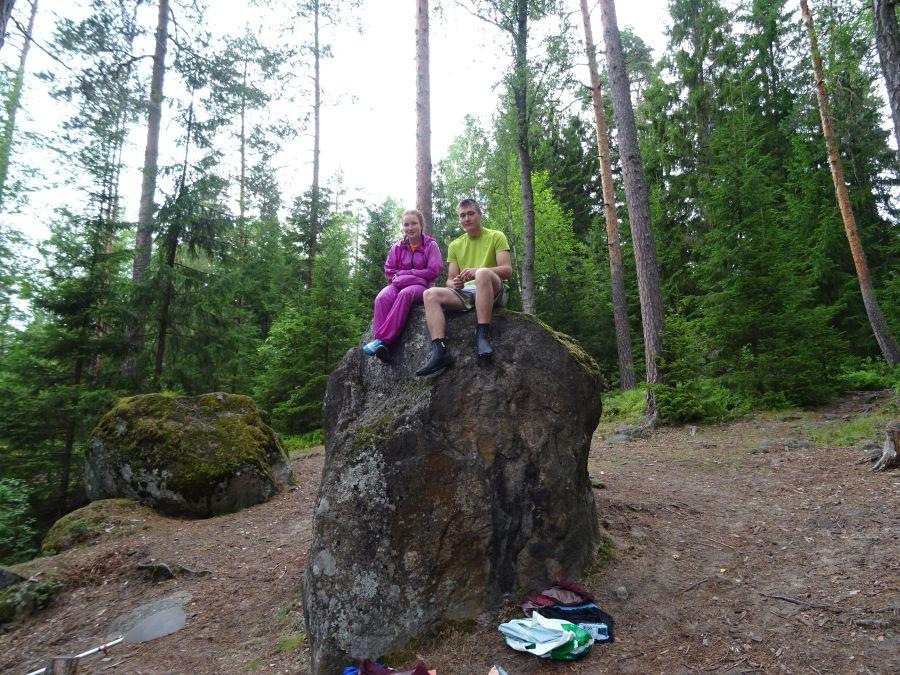 Дети на камне