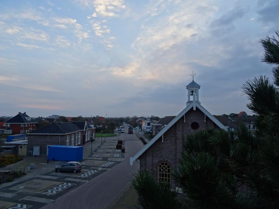 Вид с балкона на церковь