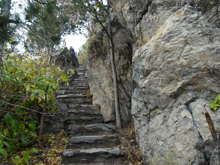 Крутая узкая лестница