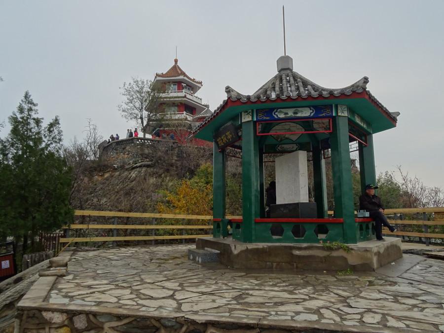 Пагода и храм.