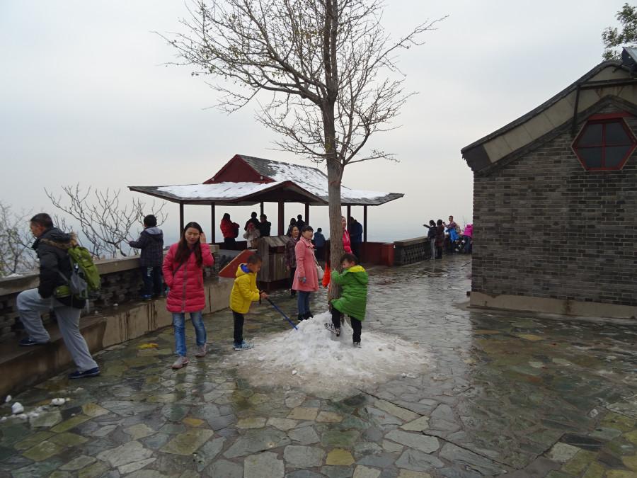 Снег на верхней площадке