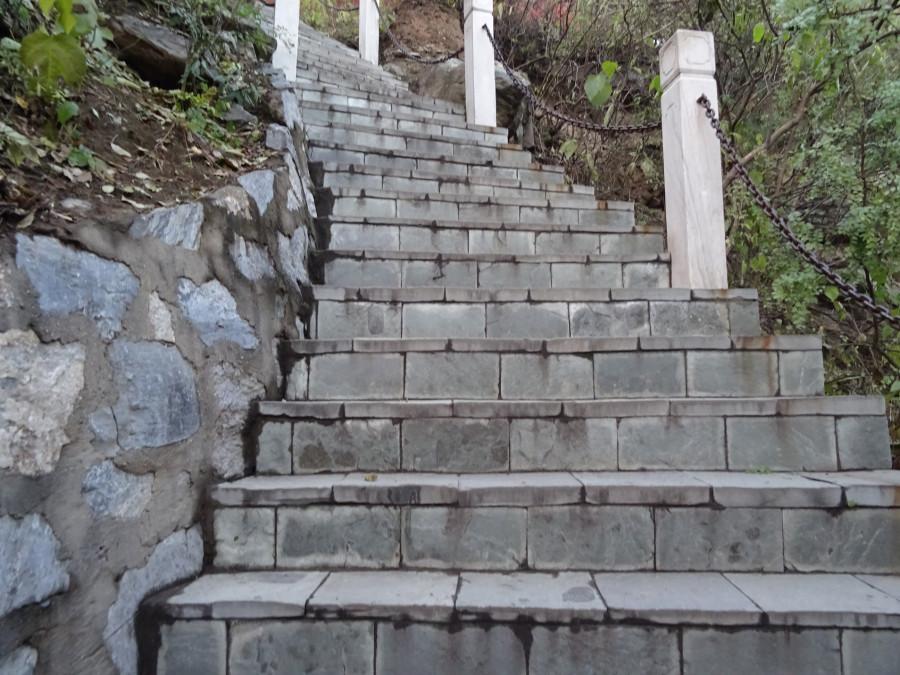 Лестница из ровных плит