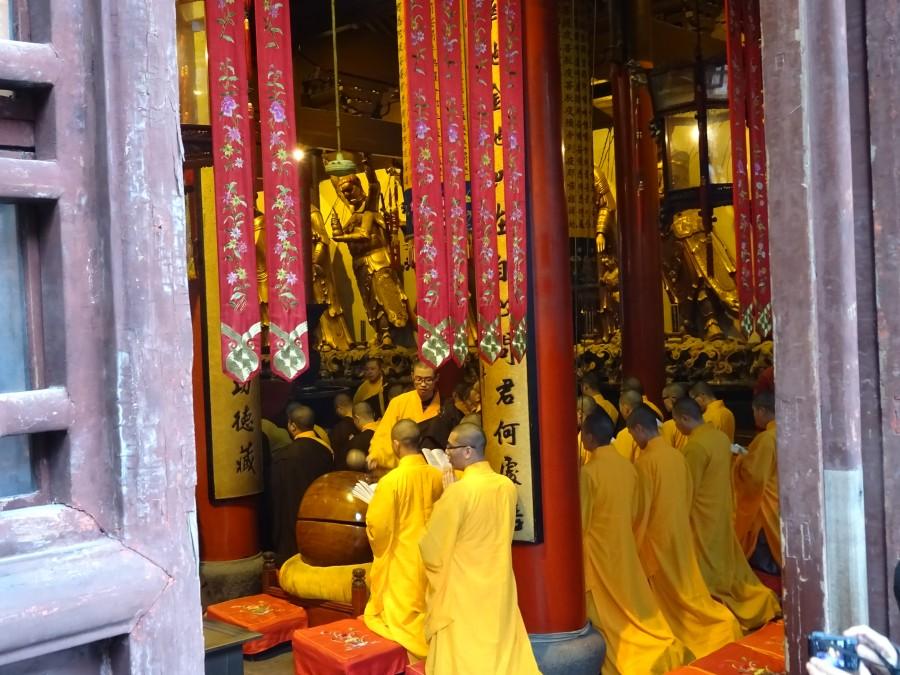 Монахи за молитвой