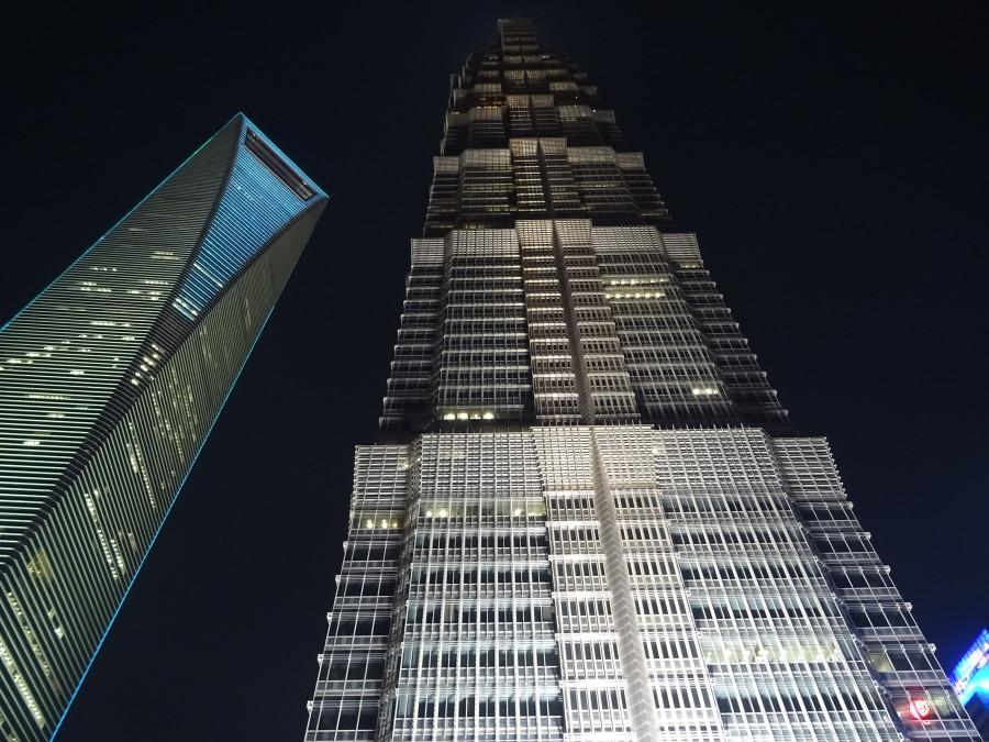 Два небоскреба вечером