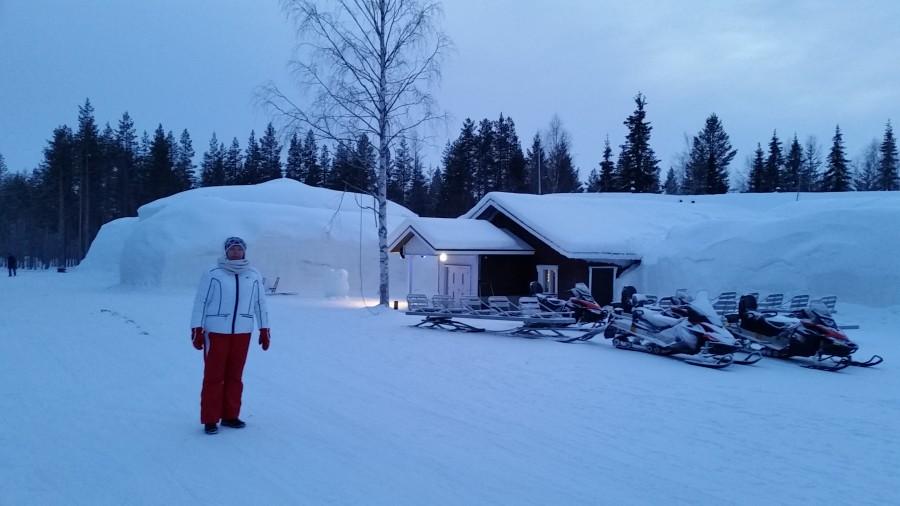 Снежная гостиница - вид снаружи
