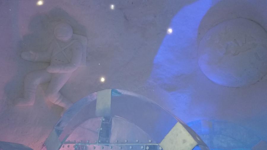 Тема космоса в снегу