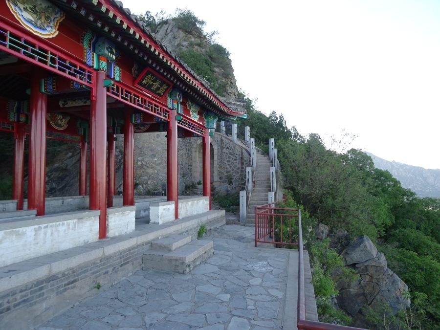 Пагода недалеко от вершины.