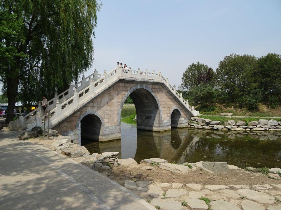 трехарочный каменный мост