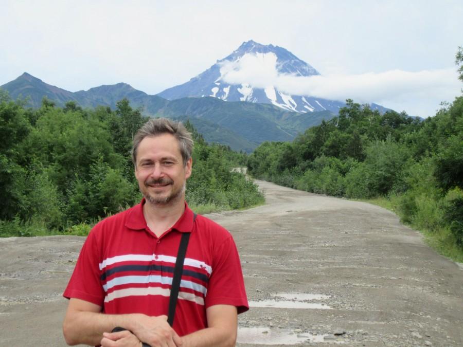 Я на фоне Мутновского вулкана под Верхне-Паратунским источником