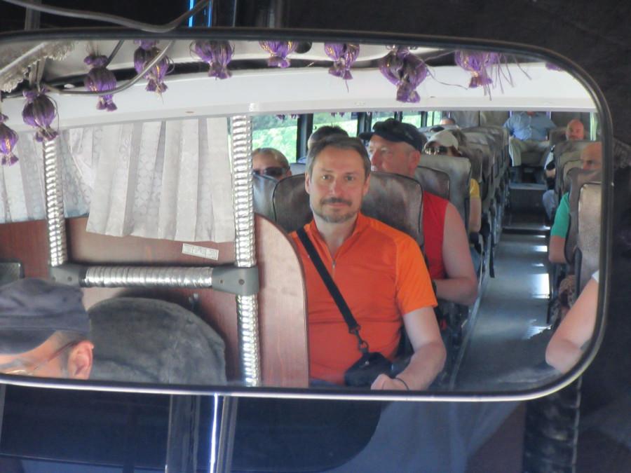 Я в автобусном зеркале