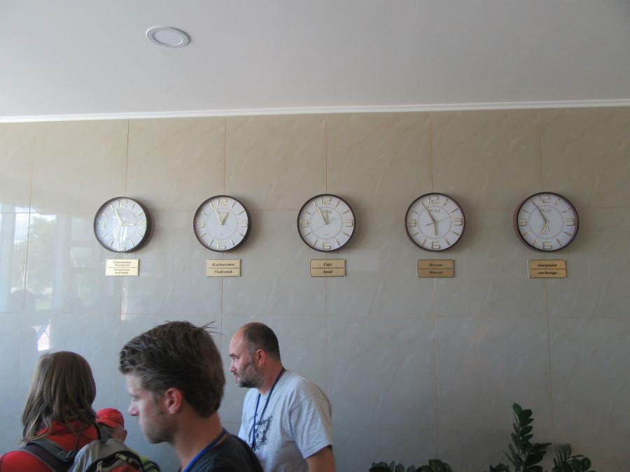 много часов - 14:56