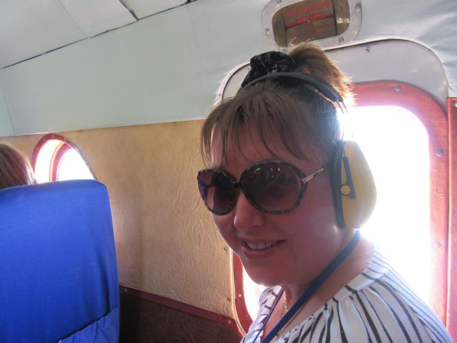 машка в вертолетных наушниках