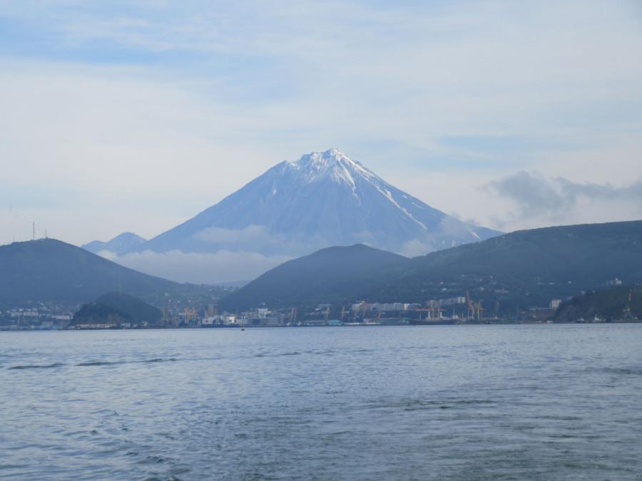 Вулкан над городом