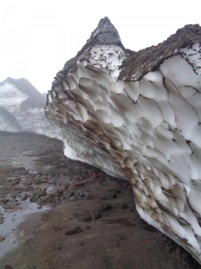 Рельефный край ледника
