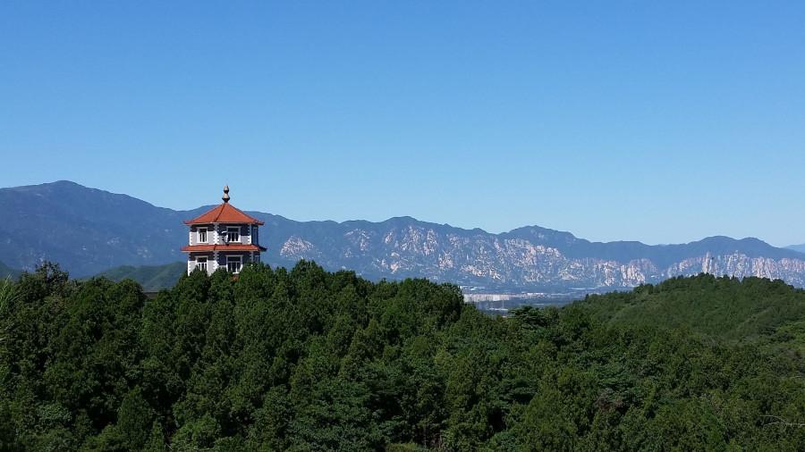 Вид на горы с башенкой