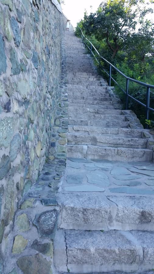 Крутая лестница сверху