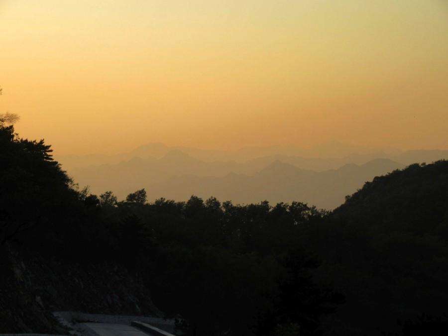 Закатные гряды гор