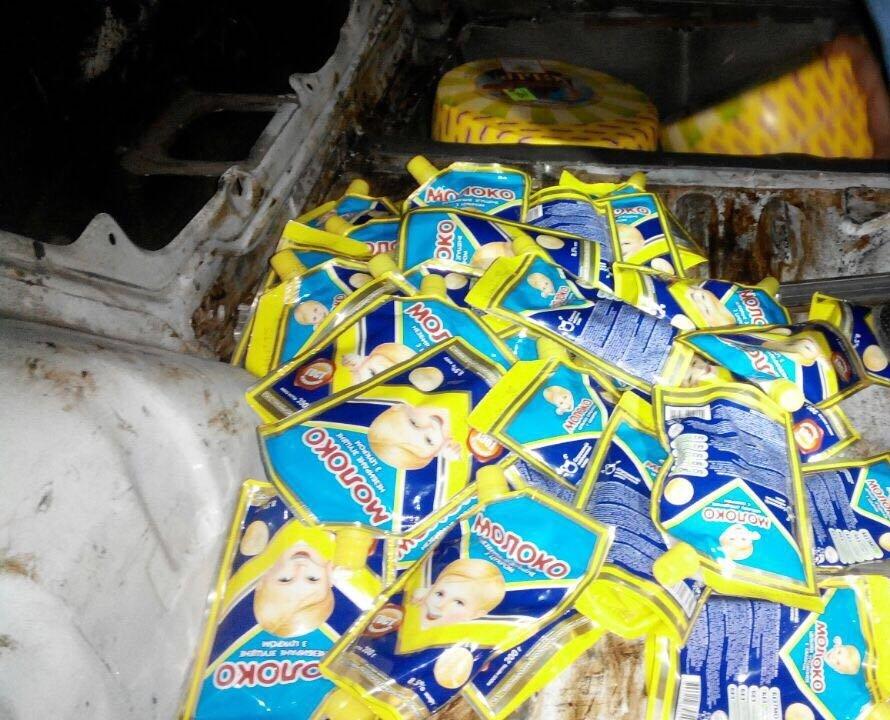 Украинцы тайно везут продукты в Крым чтоб перепродать. Сыр, Колбаса,сгущенка)
