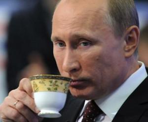Путин с чашкой
