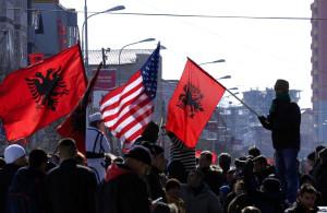 Косовары празднуют обретение независимости