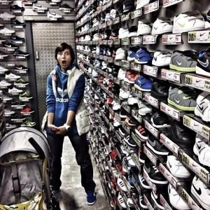 Оля в бутике в Лондоне