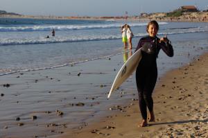Ольга Торганова на серфинге в Португалии