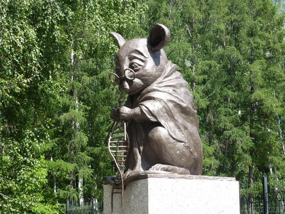 1024px-Monument_to_lab_mouse-1