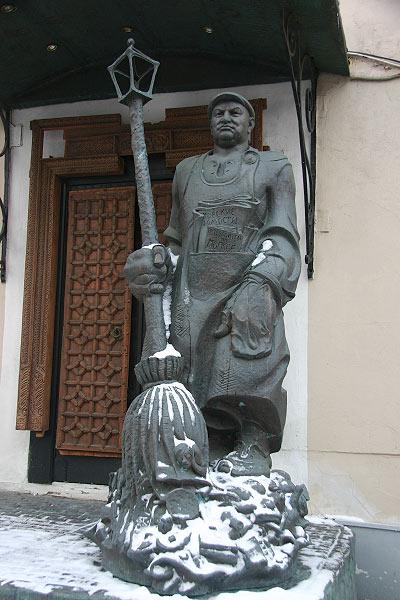 Лужкову-дворнику