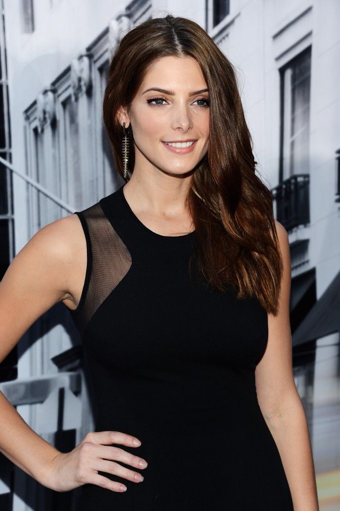 Ashley+Greene+DKNY+Women+Front+Row+Spring+hkz95WpnHvAx