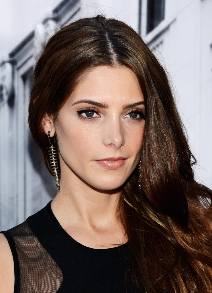 Ashley+Greene+DKNY+Women+Front+Row+Spring+Ig6E_PYKgnEx