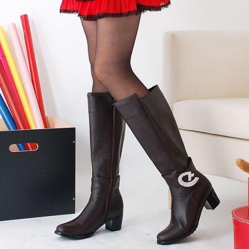 красивые худые ножки в чулках