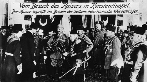 Кайзер Вильгельм II во время официального визита у султана Мехмеда V в 1917.jpg