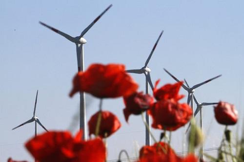 Ветряки в горах Науэн вблизи Берлина.jpg