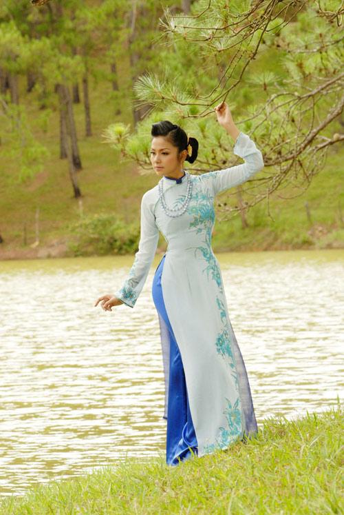 Viet Trinh in Ao Dai-5