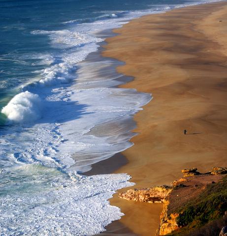 dreamstime_xs_9087179-tide-line