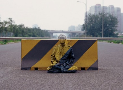liu-bolin-art-hi-res-hide-in-the-city-china-camouflage-painting-4-600x474