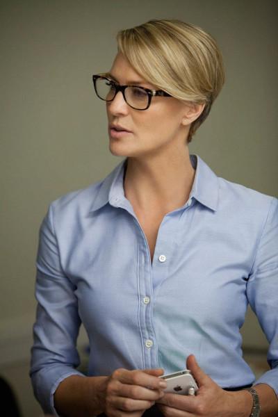 house-of-cards-claire-underwood-robin-wright-penn-banana-republic-shirt-rayban-glasses