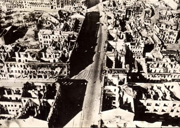 Misnk,An aerial photograph of the city in ruins after its conquest by the Germans,29081941
