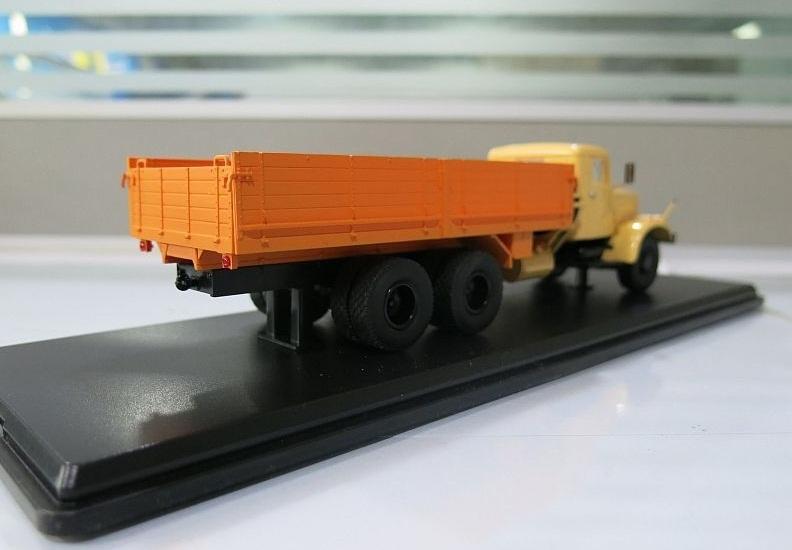 SSM1071 КрАЗ-257Б1 бортовой (двухцветный) (5)