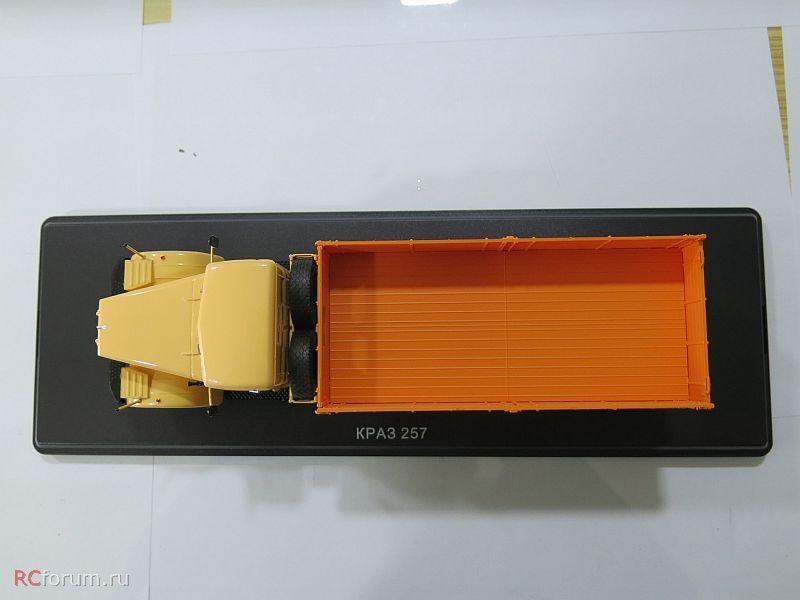 SSM1071 КрАЗ-257Б1 бортовой (двухцветный) (9)