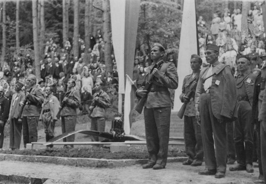 Чехословакия, открытие памятника летчикам в 1946 г.