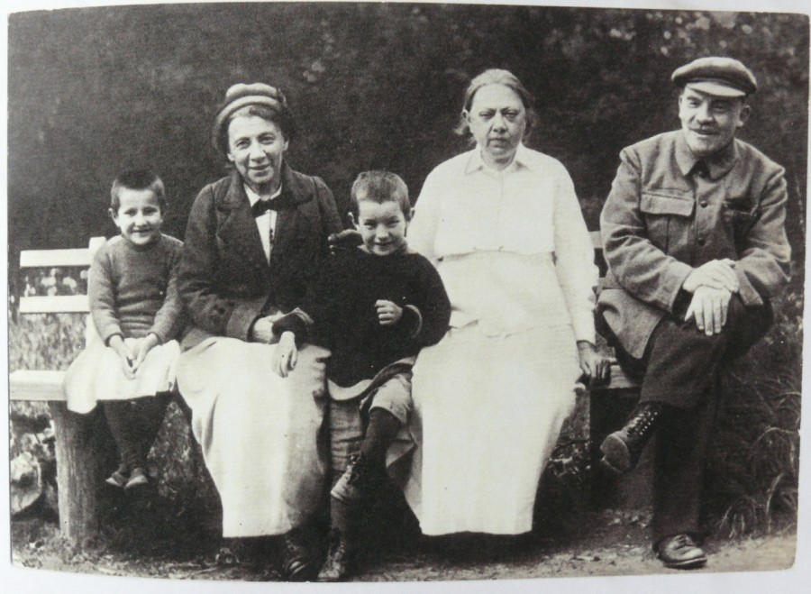 фото семьи ленина подравнять тон