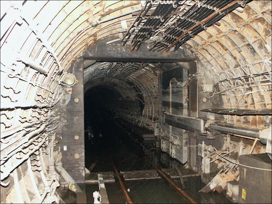Как устроены гермозатворы в метро