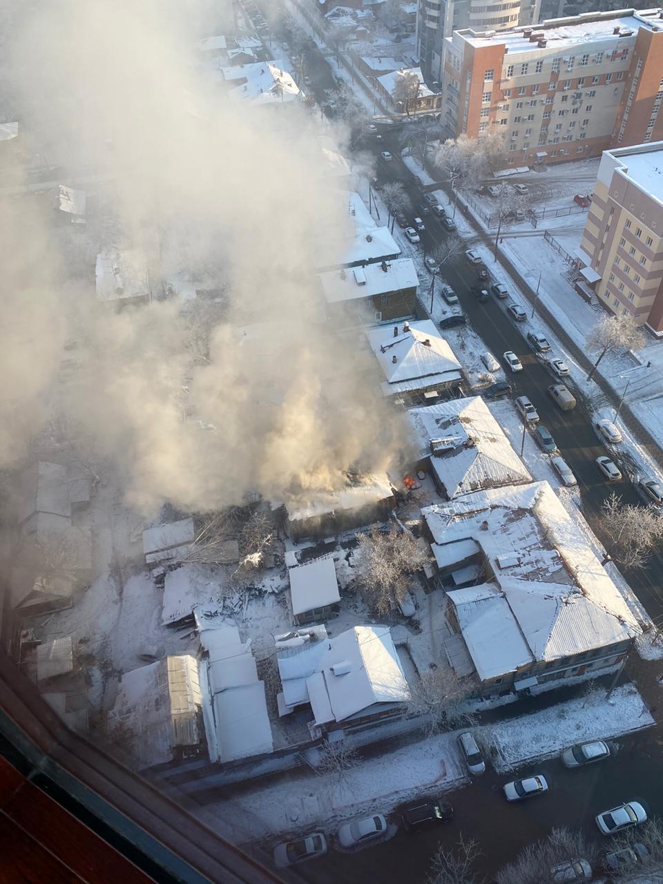 Снимок со стороны Садовой, горит дом на Вилоновской