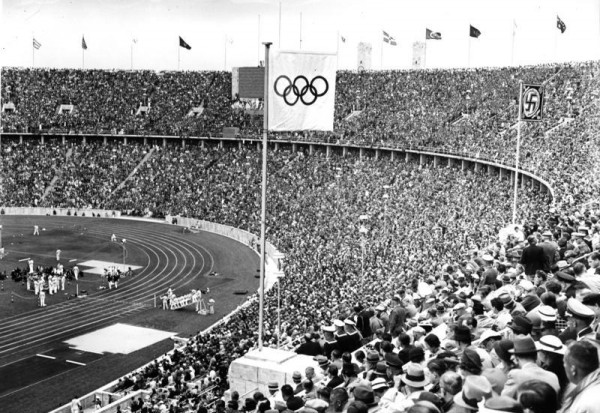 Bundesarchiv_B_145_Bild-P017073,_Berlin,_Olympische_Spiele_im_Olympiastadion