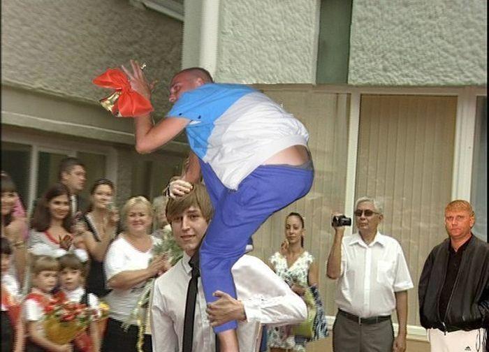 http://ic.pics.livejournal.com/tragemata/25155229/2275754/2275754_original.jpg