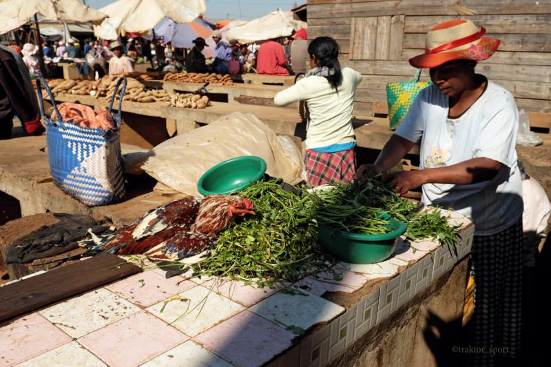 Продавщица зелени