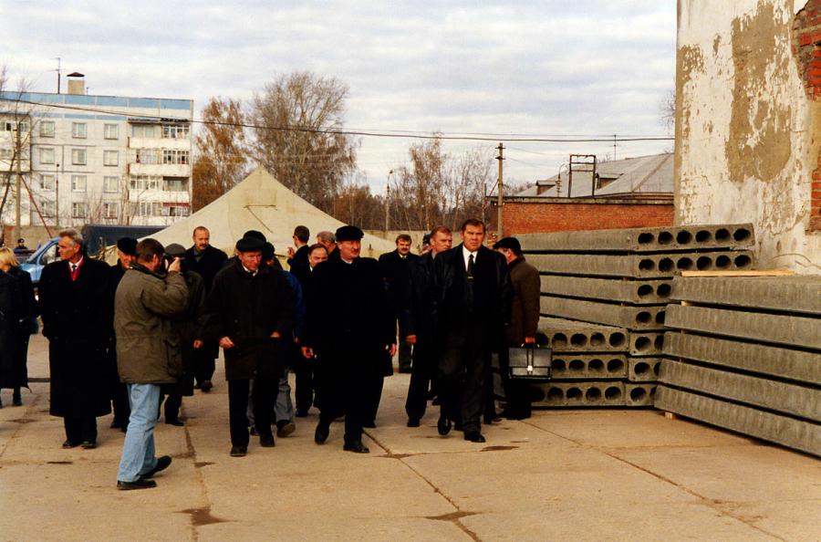 Александр Лебедь посетил испытательный полигон в Озёрах